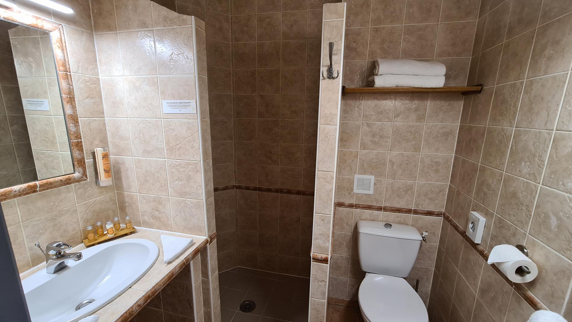 salle de bain chambre standart