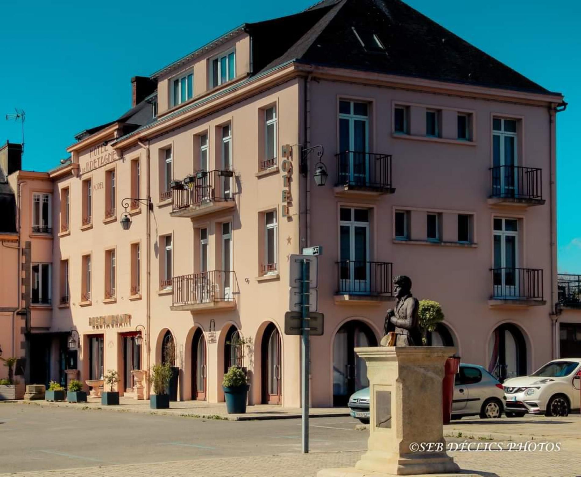 Facade hotel de bretagne