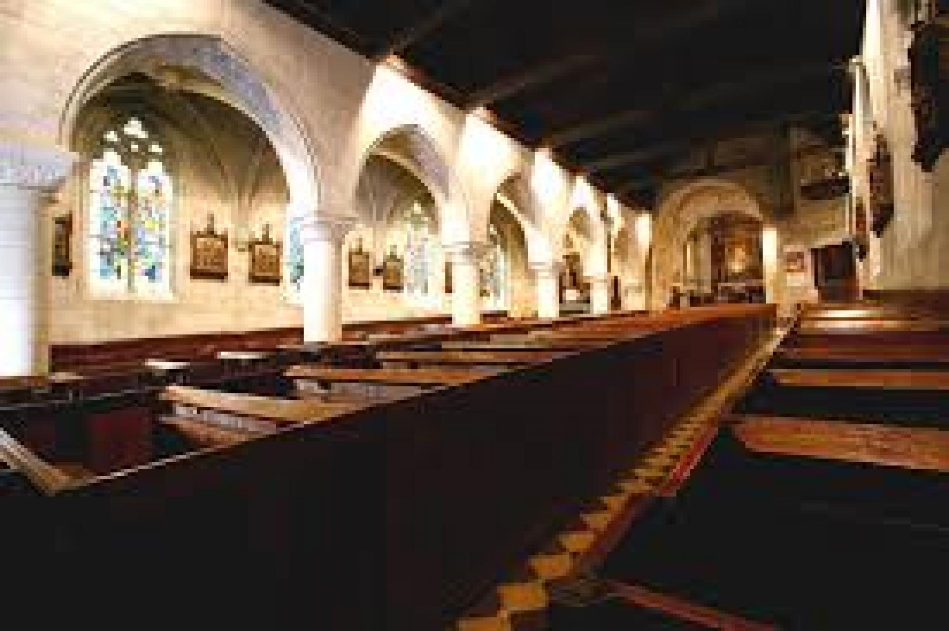 Eglise à l'Architecture unique  De Cormeilles