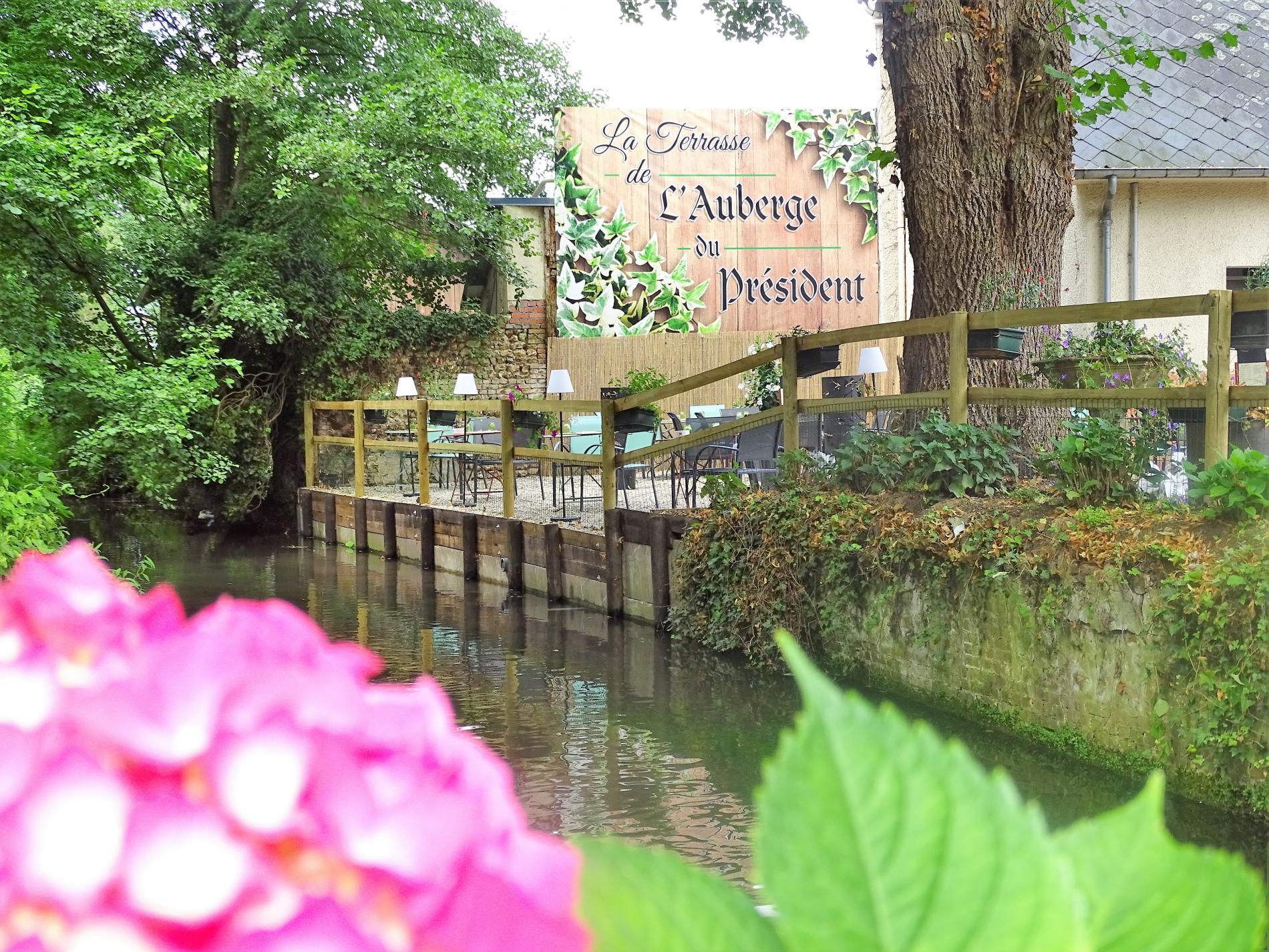 Terrasse Au  Bord  De  La  Calonne