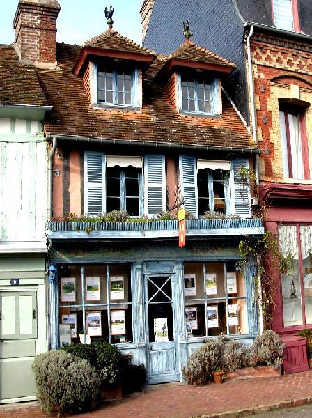 La Maison Bleue : Aujourd'hui une agence immobilière